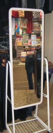 Зеркало на роликах ( Китай) 42 см.белое.