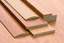 Погонажные изделия с зарезами для дверей в комплекте