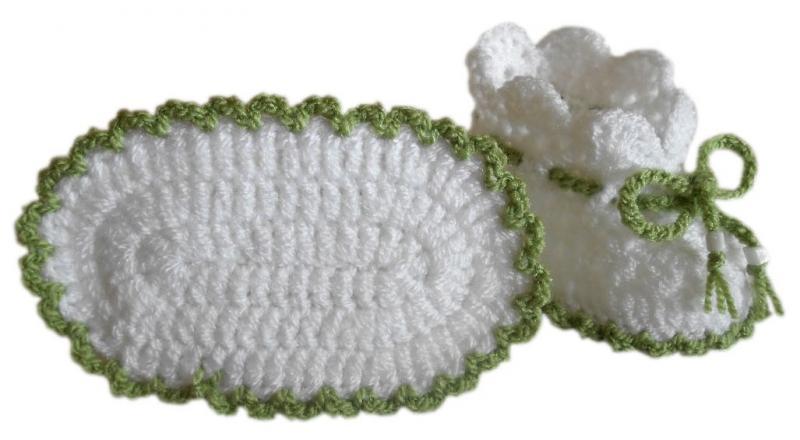 Фото Старая коллекция, Продажа готовых вязаных изделий, Вязаные детские пинетки Детские пинетки белые с зеленым