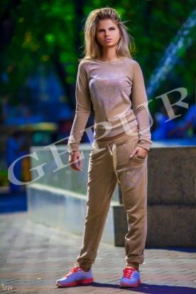 Костюм Dior с перламутровыми стразами