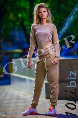 Костюм Dior с перламутровыми стразами купить в Белой Церкви - Женские костюмы