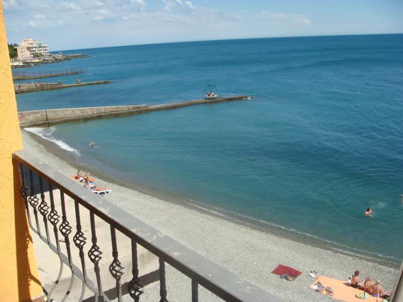 Фото  13 КОКОС Эллинг  отдых на берегу моря в г. Ялта -5 эт.( номер студия)