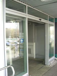 Фото  Поставка Входных Групп, Дверей, Перегородок, Алюминиевых и ПВХ окон.