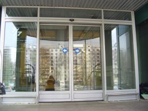 Фото  Обустройство входных групп в здания и офисах