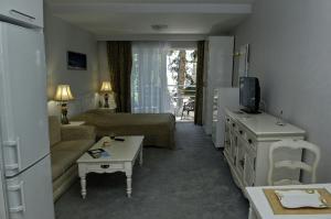 Фото Большая Алушта, Алушта, Квартиры 01 - Снять квартиру с видом на море в Алуште