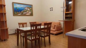 Фото Большая Ялта, Отдых в Ялте, Квартиры в Ялте 01-Аренда квартиры в Ялте, на ул. Ленина. № - 249