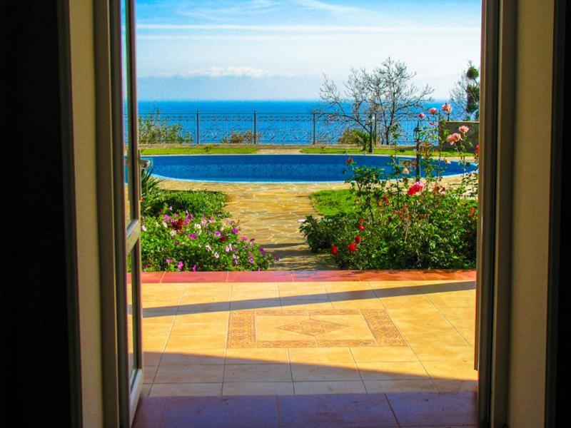 001 - Снять дом в Алуште с видом на море