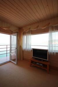 Фото Большая  Ялта, Ялта, Квартиры 05- Снять квартиру с видом на море в Ялте.  №- 10