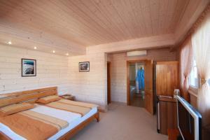 Фото Большая  Ялта, Ялта, Квартиры 06- Снять квартиру с собственным пляжем в Ялте.  №- 10