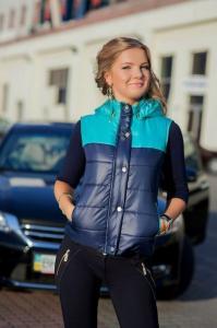 Фото Куртки, пальто, жилетки 2014-15 жилетка с отстегивающимся капюшоном