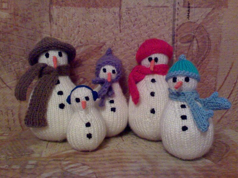 Подарочный набор из 5 вязаных снеговичков