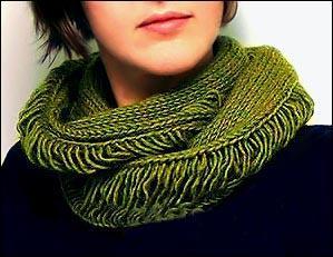 Оригинальный вязаный шарф