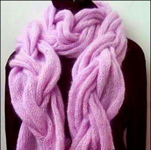 Вязаный шарф косами