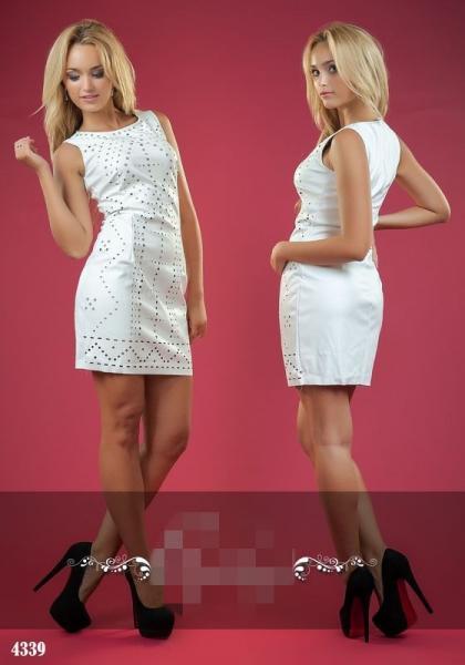 Платье из эко-кожи. Цвет - белый.4339