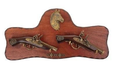 Сувенирное изделие конь и два мушкета 227437