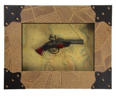 Сувенирное изделие в раме, пистоль на карте мира 654475