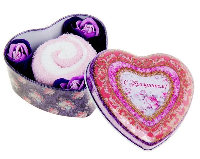 """Набор мыльные лепестки 3 шт + полотенце рулет в шкатулке сердце большом """"С праздником"""" 320869"""