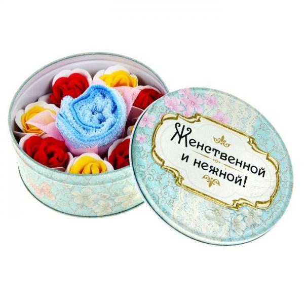 """Набор мыльных лепестков 8 шт. + полотенце в шкатулке """"Женственной и нежной"""" 187460"""