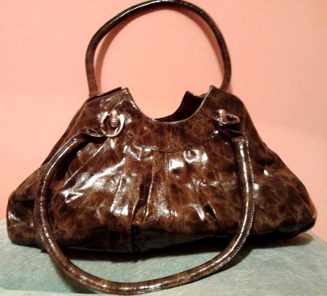 Женская сумка с удлиненными ручками
