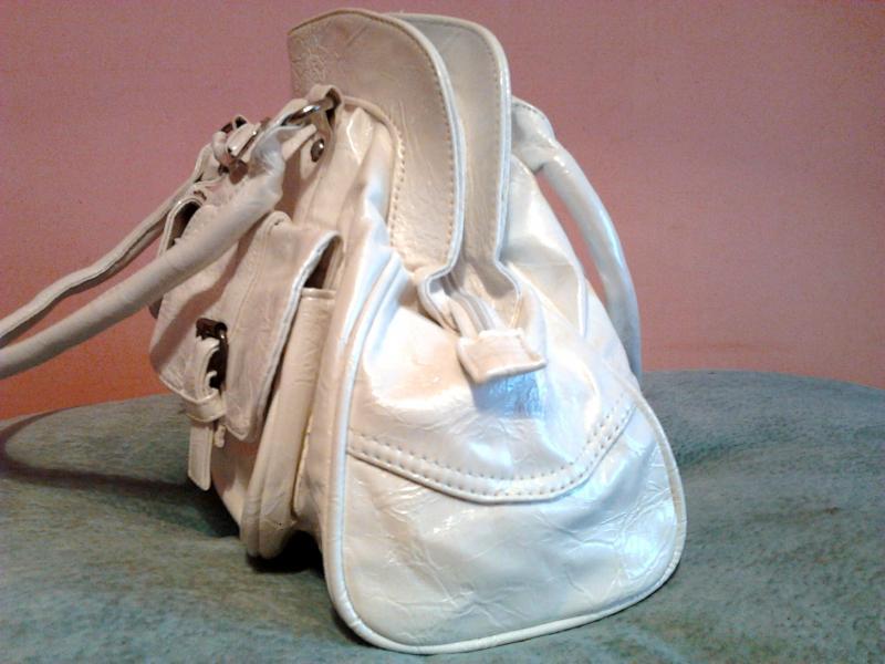 Дамская сумочка белая