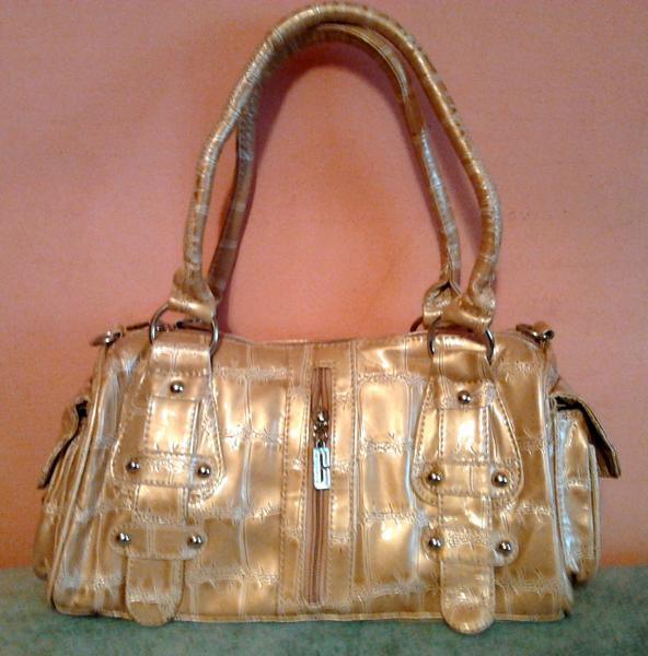 Женская сумочка золотистая