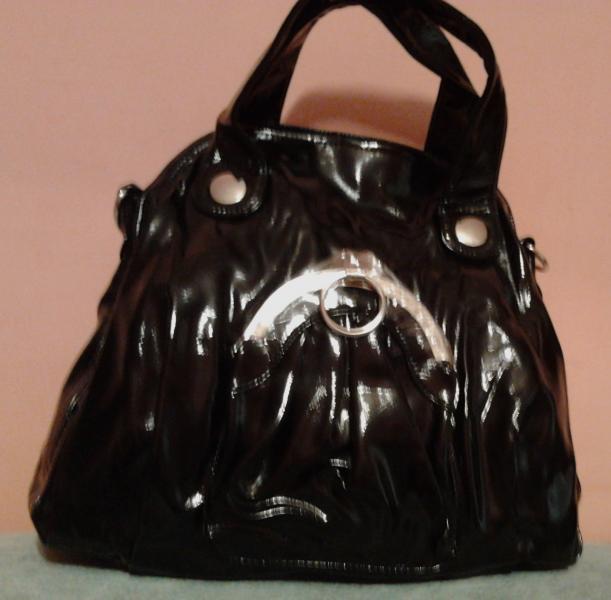 Женская сумка черная с декором