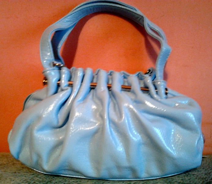 Стильная сумочка небесного цвета