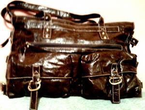 Фото Женские сумки Вместительная женская сумка с карманами и пряжками