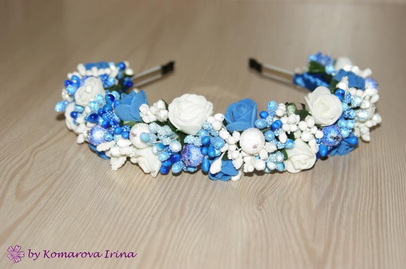 Ободок для волос свадебный сине-белый со стразами.
