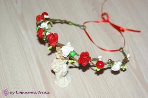 Фото Веночки с цветами Веночек с красными и белыми розочками
