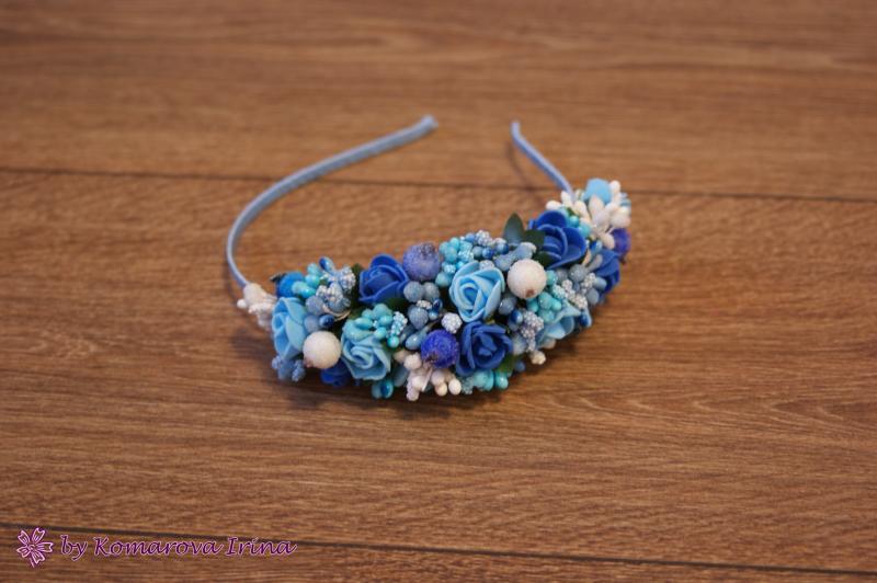Асимметричный ободок с голубыми и синими розочками