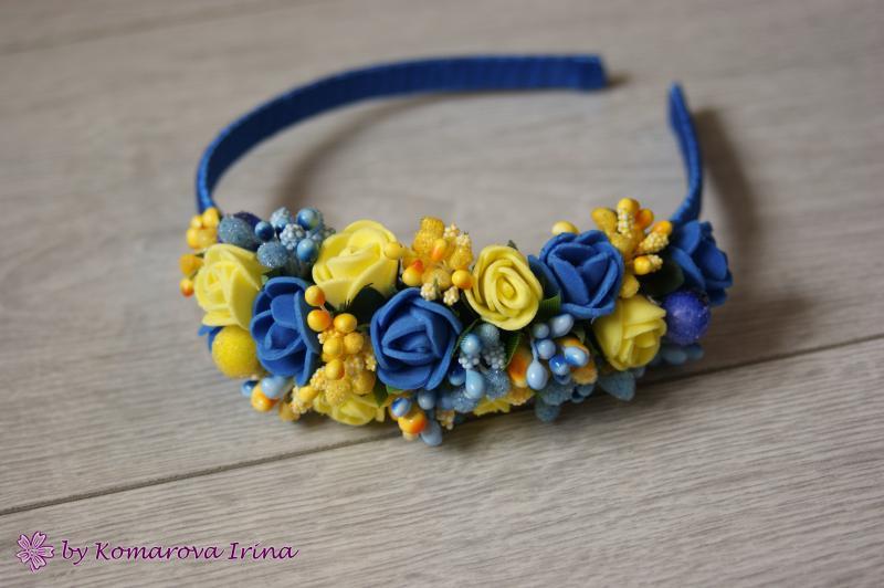 Асимметричный ободок с синими и жёлтыми розочками