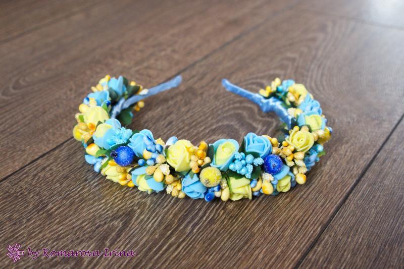 Жёлто-голубой ободок на голову с розочками