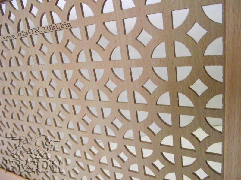Фото Решетки ПВХ и Экраны МДФ для радиаторов отопления и декора Декоративный экран на батареи «АЛЬБЕРТА» из перфорированного МДФ, цвет – Бук (светло-коричневый)