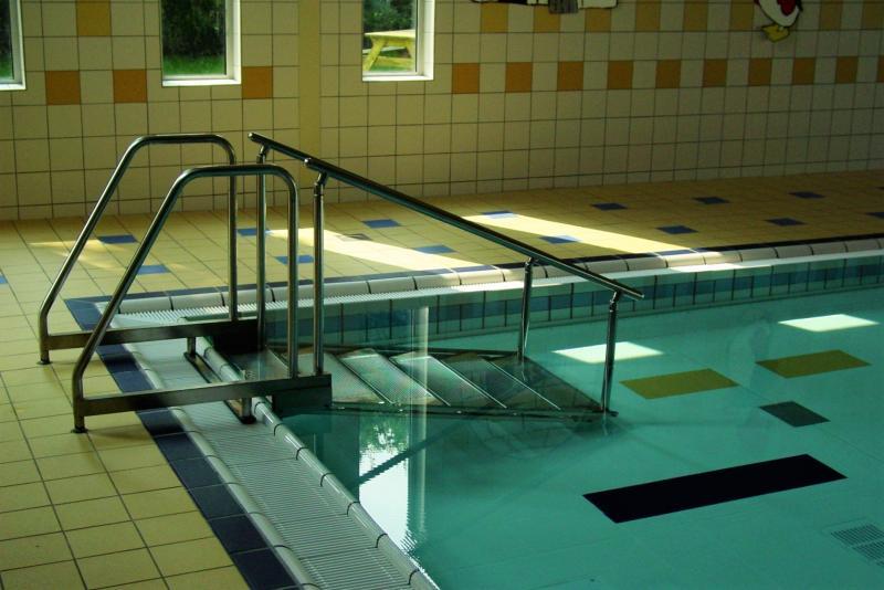 Лестницы для бассейнов из нержавейки