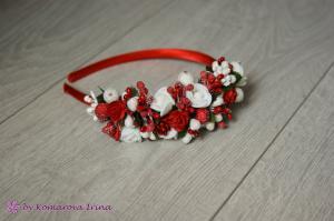 Фото Ободки с цветами Асимметричный ободок в красно-белом цвете с розочками