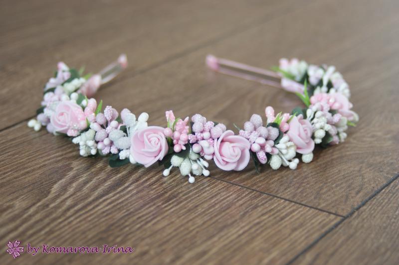 Розово-ванильный ободок с розочками