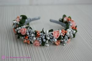 Фото Ободки с цветами Праздничный серебристый ободок с персиковыми розочками
