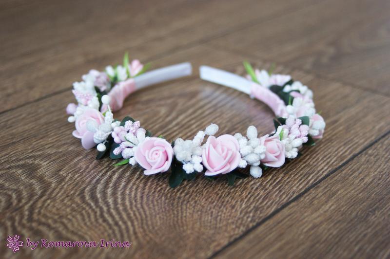 Нежный ободочек с розовыми розочками