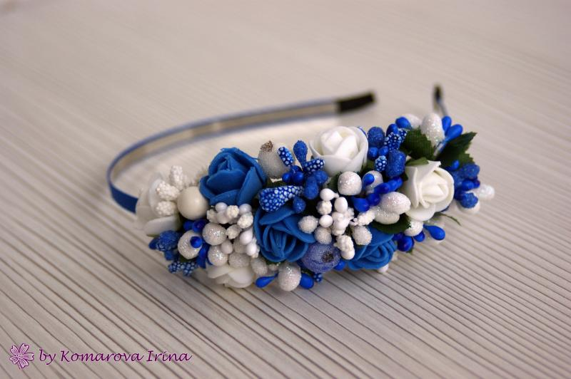 Асимметричный сине-белый ободочек с розочками