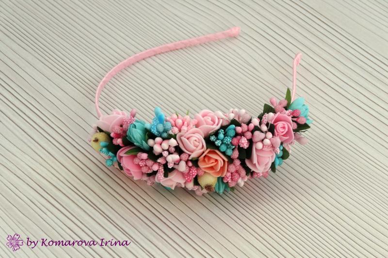 Нежный розово-мятный ободок, выполнен на бок