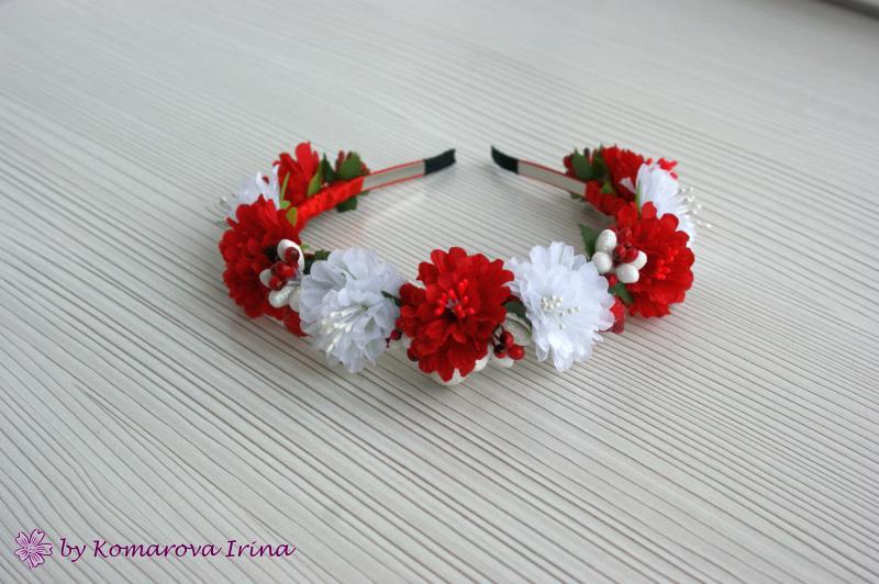 Красно-белый ободок из хризантемок