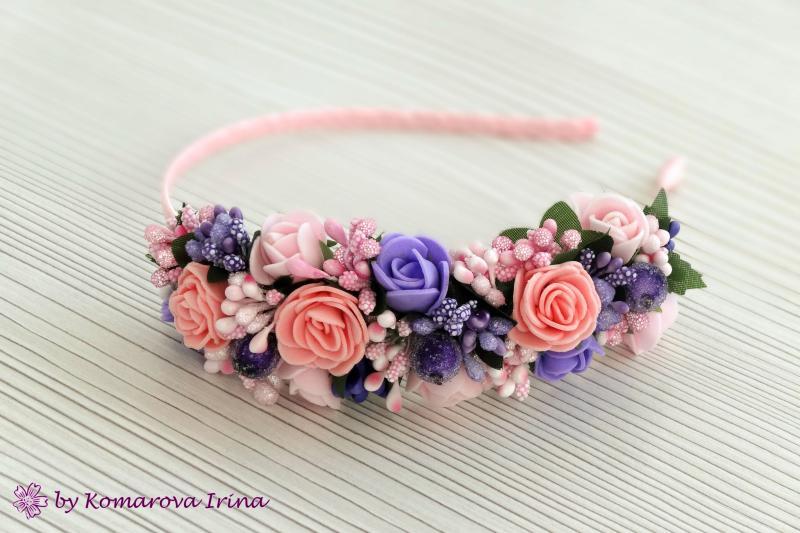 Асимметричный ободок в розово-синеревом цвете с персиковыми розочками