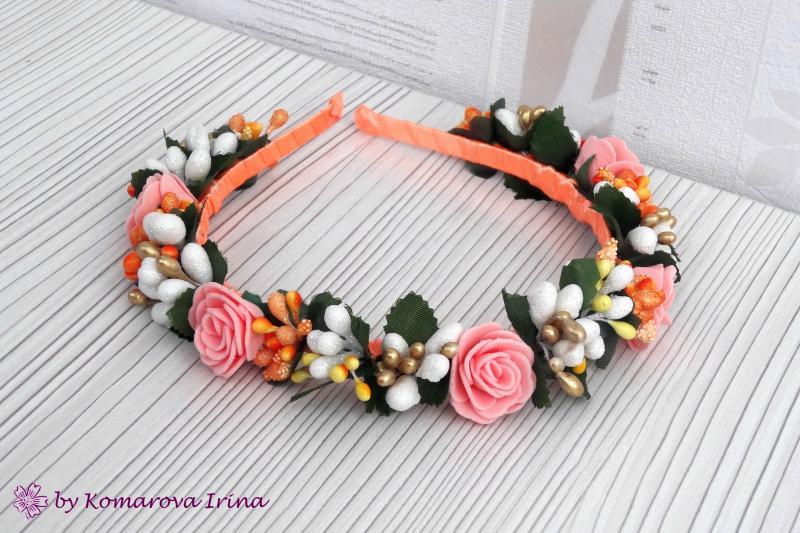 Ободок в персиково-оранжевом цвете ручной работы