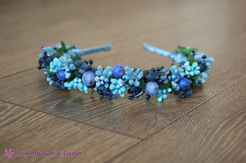 Синий ободок с ягодами и тычинками