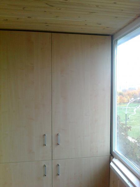 Встроенный шкаф из дсп,распашные створки