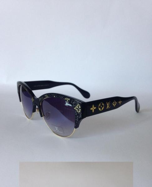 0017  Женские солнцезащитные очки Luois Vuitton