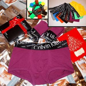 Фото Трусы Calvin Klein Italics Трусы Calvin Klein Italics black боксёры сиреневого цвета