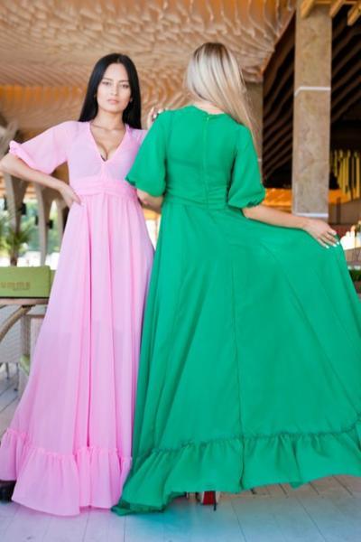 Летнее платье с роскошным декольте