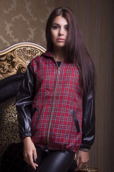 Женская курточка с рукавами из кожзаменителя